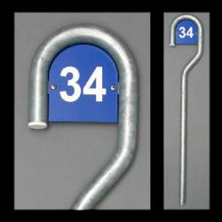Stehen Zeichen mit Hausnummer
